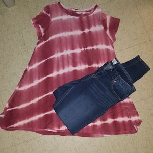 Tie-dye babydoll shirt with skinny jeans